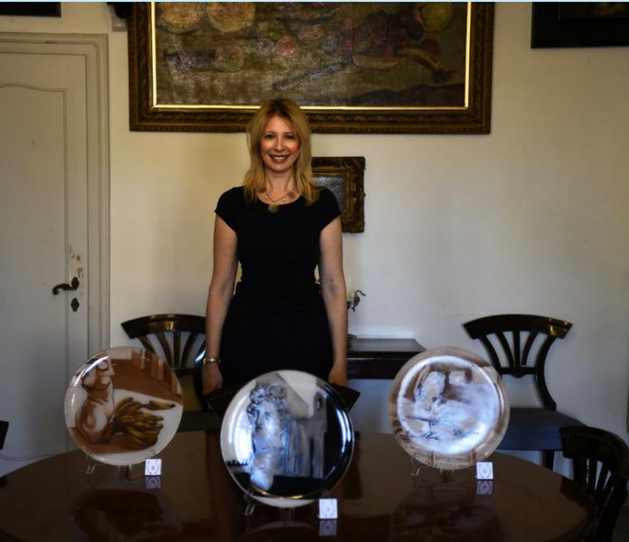 io e tre piatti d'artista nella sala da pranzo di Casa de Chirico