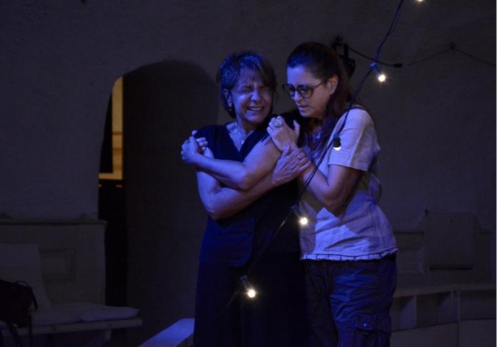 Teatro di Documenti Comunismo, addio; Evelina Nazzari e Nunzia Greco; foto di scena Ou Kai