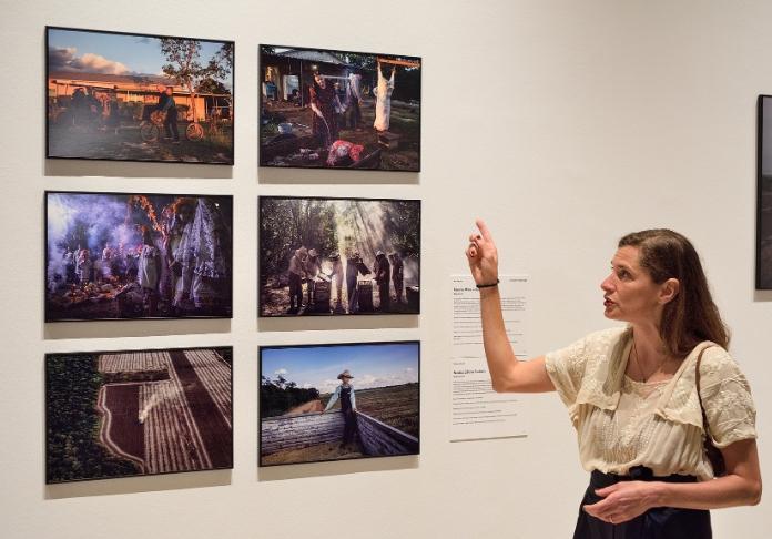 Nadia Shira Cohen con i suoi scatti 2^ premio Ambiente Reportage (Claudio Panunzi Ph)