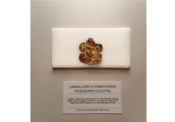 mortali e immortali lamina d'oro forma di rana