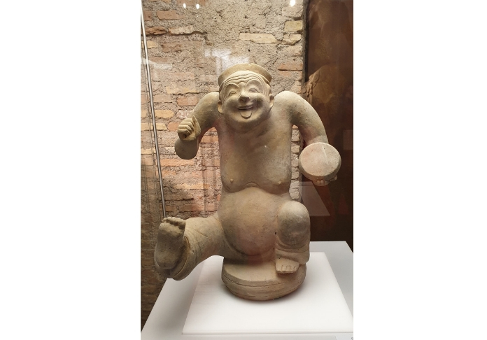 mortali immortali statuina scherzosa