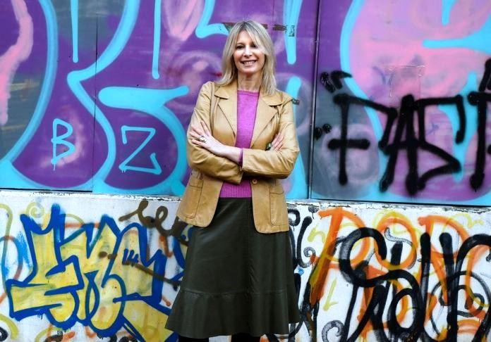 Questa sono io (Mycultureinblog) che poso davanti a un murale smolto graffitato e un po' vandalico, ma va bene così.