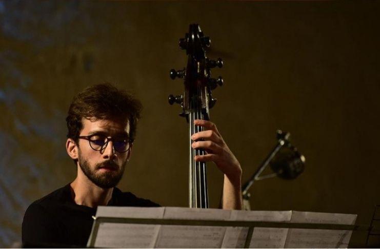Alessandro Bintzios suonerà il contrabbasso a Villa Leopardi per Monk's Mood settembre 2019