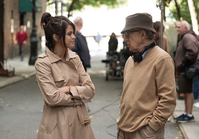 """Selena Gomez e il regista Woody Allen sul set di """"Un giorno di pioggia a New York"""""""