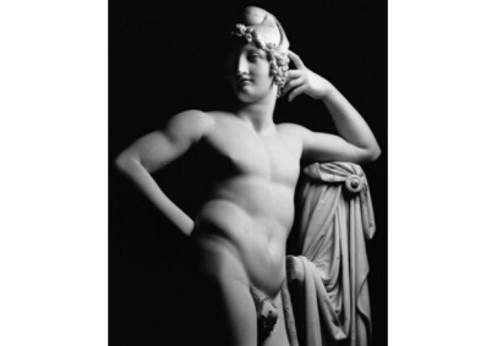 Antonio Canova Paride nella foto di Mimmo Jodice in mostra nella sezione apposita a Palazzo Braschi Canova eterna bellezza