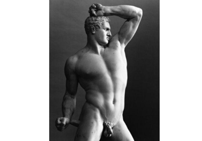 Antonio-Canova-Pugilatore-Creugante-Marmo-225x120x62-cm-Città-del-vaticano-Musei-Vaticani-copyright-Mimmo-Jodice nella sezione della mostra Canova eterna bellezza