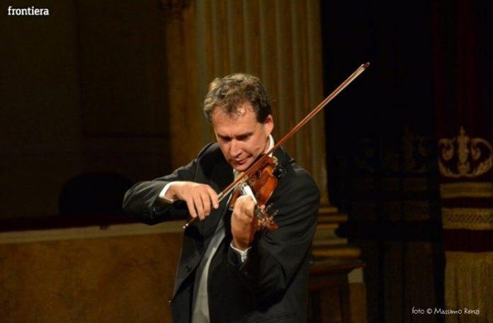 Vincenzo Bolognese suona al concerto di capodanno 2020 con l'Ensamble Roma Sinfonietta al Teatro Tor Bellamonaca