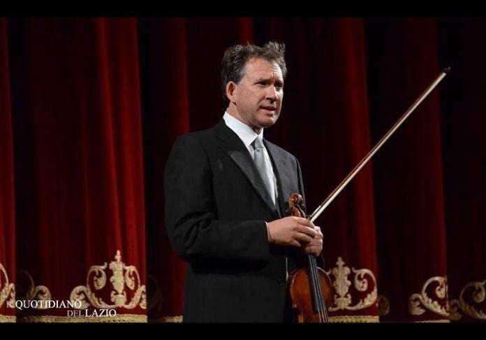 Al concerto di Capodanno 2020 il violinista Vincenzo Bolognese suona con Roma Sinfonietta