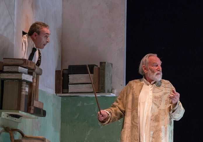 La-Tempesta-al-Teatro-Vascello-con-Renato-Carpentieri-come-Prospero