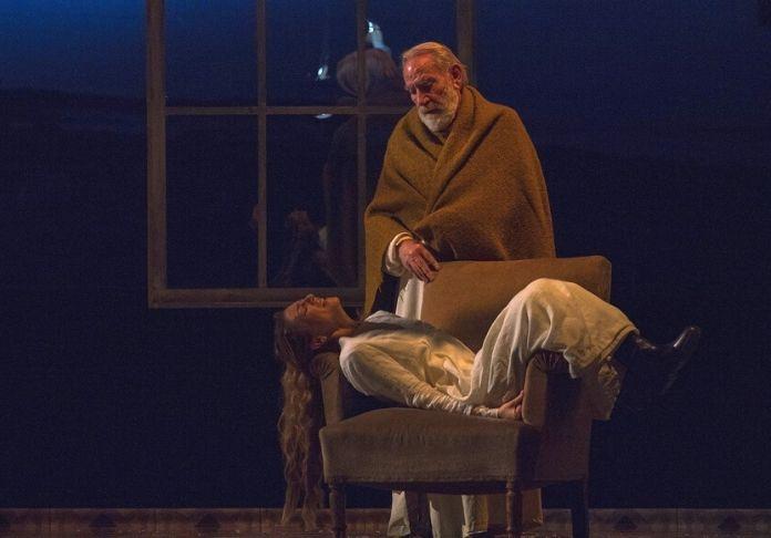 La tempesta al Teatro Vascello con renato Carpentieri Prospero e Giulia Andò Miranda