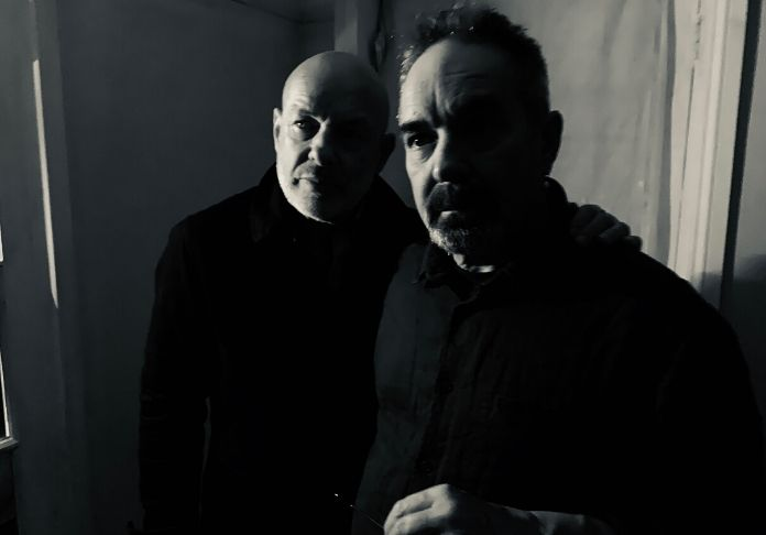 Brian & Roger Eno autori di Mixing Colours