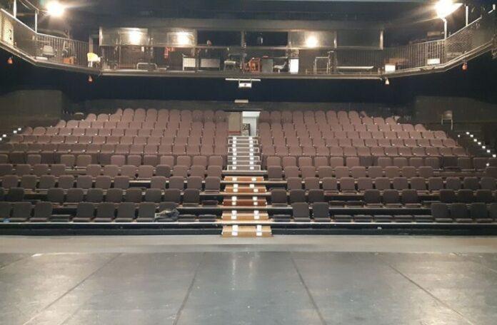 Il Teatro Vascello riapre a settembre ma regala in streaming i suoi successi