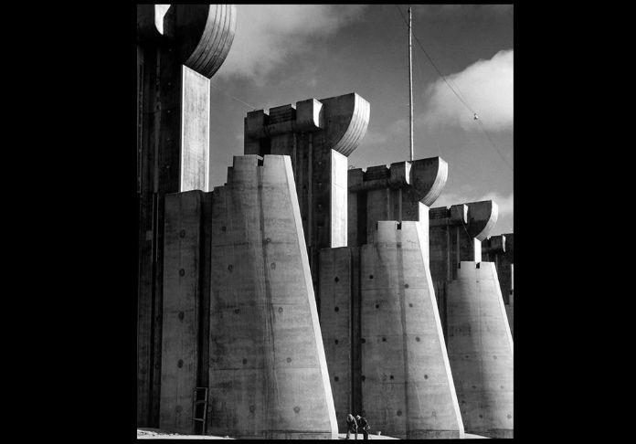 In mostra e nel libro Prima, donna. La Diga di Fort Peck, Montana, 1936 . © Images by Margaret Bourke - White. 1936 The Picture Collection Inc. All rights reserved