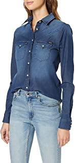 la camicia jeans da indossare sulla gonna verde come tendenza fashion autunno