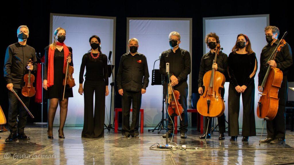 """Ensemble in Canto nell'opera di Nyman """"L'uomo che scambiò sua moglie per un cappello"""""""