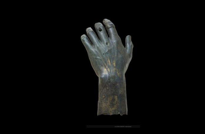 @MUSEI CAPITOLINI FOTO DI ZENO COLANTONI la mano ricomposta di Costantino