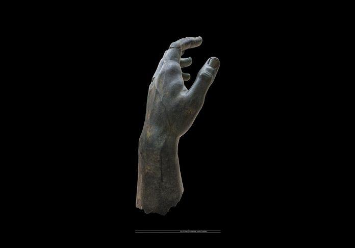 @musei capitolini foto di zeno colantoni la mano ricomposta del colosso di costantino