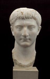 Testa di druso minore in trasferimento al Museo Arheologico di Centuripe