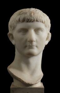 Germanico busto in trasferimento al Museo Archeologico di Centuripe